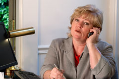 Mature woman on the phone Royalty Free Stock Photography