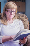 Mature woman reading a book Royalty Free Stock Photography