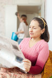 Mature woman reads newspaper Royalty Free Stock Photos