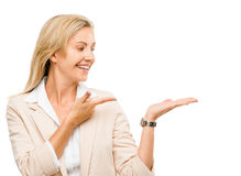 Mature woman showing empty copy space isoated on white backgroun Royalty Free Stock Photos