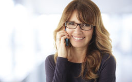 Mature woman talking on phone Royalty Free Stock Images
