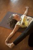 Maturidade da ioga fotografia de stock