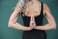 Maturidade da ioga foto de stock