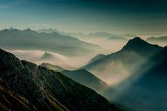 Matutina-Nebel in den Bergen Stockfotos