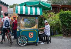 Matvagn med försäljaren i Lima Royaltyfri Bild