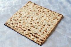 Matza für jüdisches Feiertags-Passahfest Stockbild