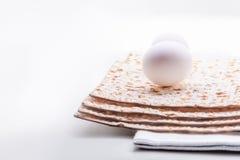Matza y huevos fotos de archivo
