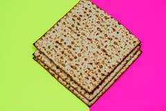 Matzah Pesach-Feiersymbol auf hellem festlichem Hintergrund stockfotos