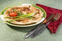 """Matzahbrei†""""förvanskade ägg med matzahstycken Fotografering för Bildbyråer"""