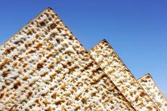 Matzo som de egyptiska pyramiderna Arkivfoton