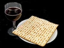 Matzo and wine Royalty Free Stock Photos