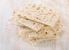Matzoh - еврейский хлеб еврейской пасхи Стоковое фото RF