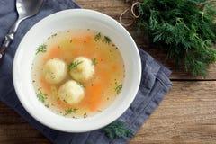 Matzoh-Ball-Suppe lizenzfreie stockbilder