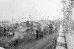 Mau tempo Vista da parte superior da janela do escritório com tristeza no dia chuvoso Fotografia de Stock