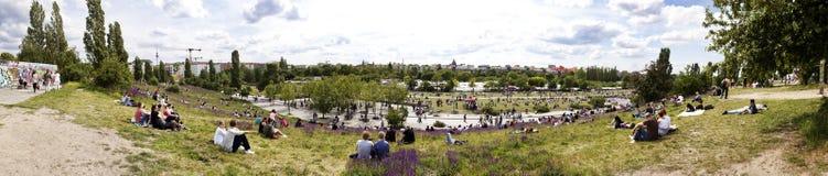Mauerpark出逃市场星期天全景 免版税库存照片