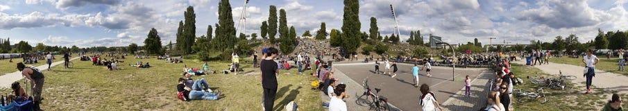 Mauerpark跳蚤市场星期天全景 库存图片
