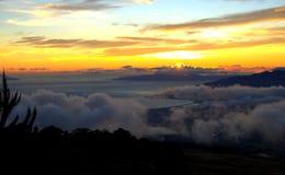 Maui Hawaii solnedgång från bergöverkant Royaltyfria Foton