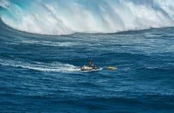 MAUI HAWAII, USA - DECEMBER 15, 2013: jetskichauffören kommer med en su Royaltyfria Foton
