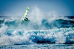 Maui praticante il surfing Fotografie Stock Libere da Diritti