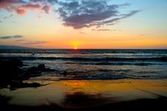 Maui solnedgångstrand Arkivfoto