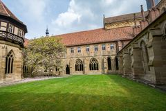 Maulbronn, Deutschland - 14. April 2017: Kloster Maulbronn von herein Stockfotografie