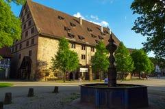 MAULBRONN, DUITSLAND - MAI 17, 2015: De huizen van de Tudorstijl bij het klooster, een deel van de Unesco-Plaats van de Werelderf Royalty-vrije Stock Foto