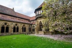 Maulbronn Tyskland - April 14, 2017: Kloster Maulbronn från in Royaltyfria Bilder