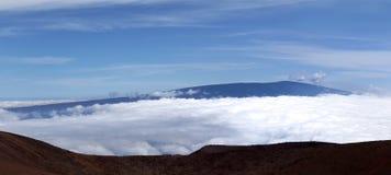 Mauna Loa osservato da Mauna Kea Immagine Stock