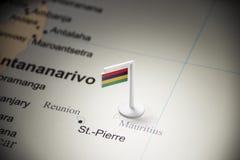 Maurícias identificou por meio de uma bandeira no mapa imagens de stock royalty free