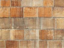 Maurerarbeit gemacht von den glatten Poliersteinplatten des Sandsteins Beschaffenheit eines Fragments einer Wand einer alten Stru Stockfotografie