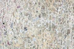 Maurerarbeit von kleinen Steinen und von Ziegelsteinen Alte Steinwand Schöner ungewöhnlicher Hintergrund Stockfotografie