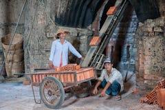Maurerarbeiten in Vietnam Stockbilder
