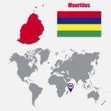 Mauritius översikt på en världskarta med flagga- och översiktspekaren också vektor för coreldrawillustration vektor illustrationer
