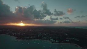 Mauritius Island på solnedgången, flyg- sikt stock video