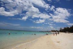 mauritius Playa hermosa debajo de un cielo con las nubes Foto de archivo