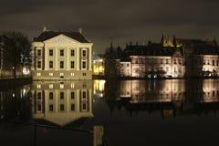 Mauritshuis στο hofvijver Στοκ Εικόνες