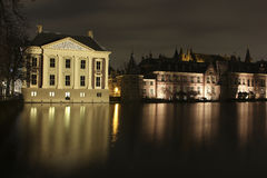 Mauritshuis στο hofvijver στοκ φωτογραφία