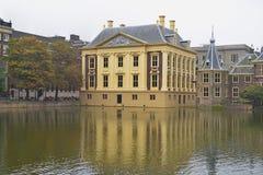 Mauritshuis, музей изобразительных искусств который расквартировывает королевский шкаф картин и голландских картин золотого перио Стоковые Фото