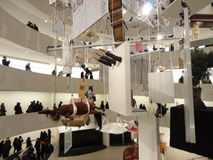Maurizio Cattelan: Alla på Guggenheimen NYC 12 Arkivbilder