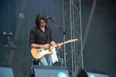 Mauro Pawlowski śpiew i bawić się skrzypce żywy z Deus zespołem przy Pohoda festiwalem, Trencin Sistani, Lipiec, - 8, fotografia stock