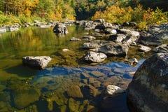 Maury River —Goshen passerande, Virginia, USA Arkivfoto