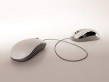 Maus mit zwei Computern Stockfoto