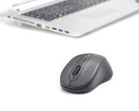 Maus und Laptop Stockbild