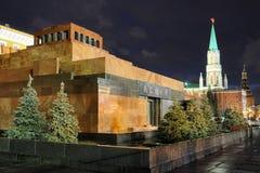 Mausolée du ` s de Lénine dans la place rouge la nuit Photos stock