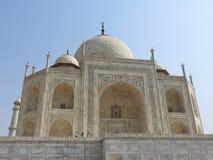 Mausoléu de Taj Mahal e símbolo do amor, mármore branco do marfim na margem sul do rio de Yamuna na cidade índia de Agra, Uttar fotos de stock royalty free