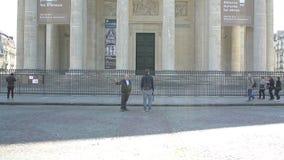 Mausoléu do panteão em Paris com o alargamento cinemático da luz solar video estoque
