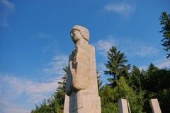 Mausoléu dos heróis de Moisei no vale de Viseului, Maramures Romênia Imagem de Stock