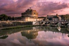 Mausoleet av Hadrian som är bekant som Castel Sant Angelo Arkivfoto