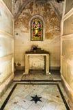 Mausoleo abbandonato in un cimitero cristiano a Malaga Spagna fotografia stock