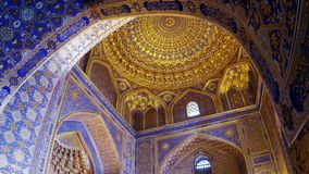 Mausoleo antiguo Gur Emir, una tumba de la familia de Tamerlane Amir Timur y sus sucesores, Samarkand, Uzbekistán, siglo 15 almacen de video